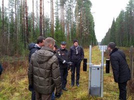 Study visit to Finland (SURCAP II). Belarussian and Ukrainian officers examine border control equipment.