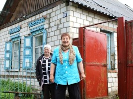 A Ukrainian woman (left) who came to her relative (right) from Gorlovka (Donetsk region)